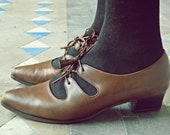 School Girl Chic Shoes // 60's Nine West Shoes // Office Fashion // Stacked Wooden Heel Leather Shoes With Tassels // Size 7