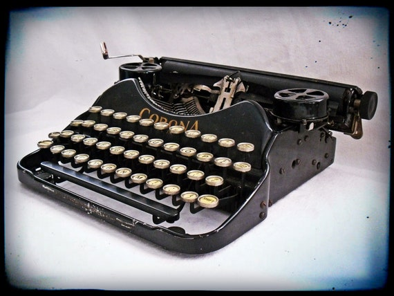 Vintage 1926 Corona Four Typewriter in Working Condition