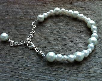 White Pearl Bracelet Bridal Bracelet Alternating Pattern on Silver Chain