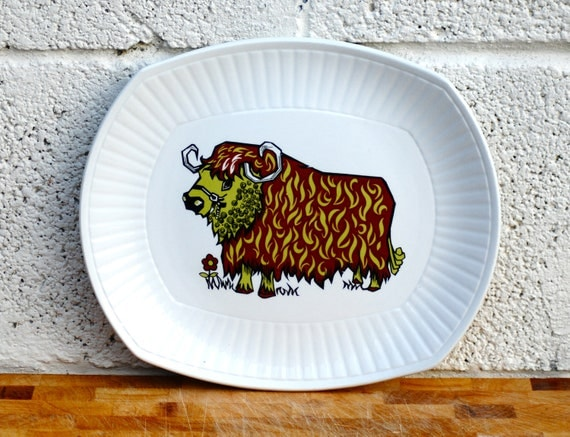Retro Steak Plate Colourful Cow Beefeater plate Psychedelic Bull Ironstone