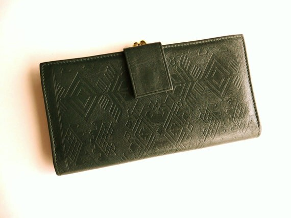 Vintage Kisslock Wallet Leather 80s to 90s Forest Green with Gold Frame Geometric Tribal Pattern Autumn Colours