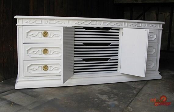 vintage refurbished high gloss white hollywood regency dresser. Black Bedroom Furniture Sets. Home Design Ideas