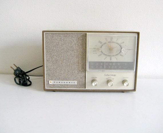 sale vintage panasonic radio alarm clock. Black Bedroom Furniture Sets. Home Design Ideas