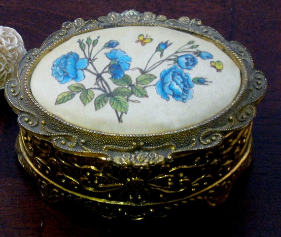 Vintage Ornate Repousse Scroll Gold Metal Oval Silk Sankyo Music Trinket Box Made In Japan