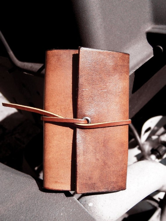 Handmade Leather 6 Key Ring key Case in Vintage look made ANY Size You Need. Inspired by old Vintage Key Case.