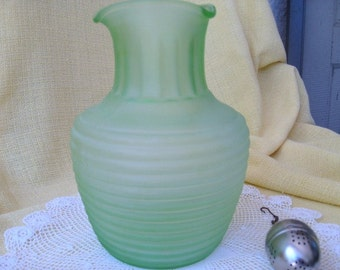Vaseline Glass Pitcher, Vintage Frigidaire Iced Tea Server, Frosted Green Depression Glass, Anchor Hocking Company, Retro Kitchen Glassware