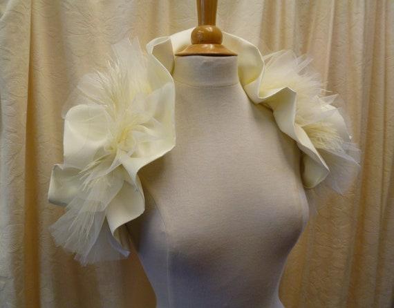 Romantic Vintage Look Cream Bridal Wedding Wrap Collar Ruffled Shrug.