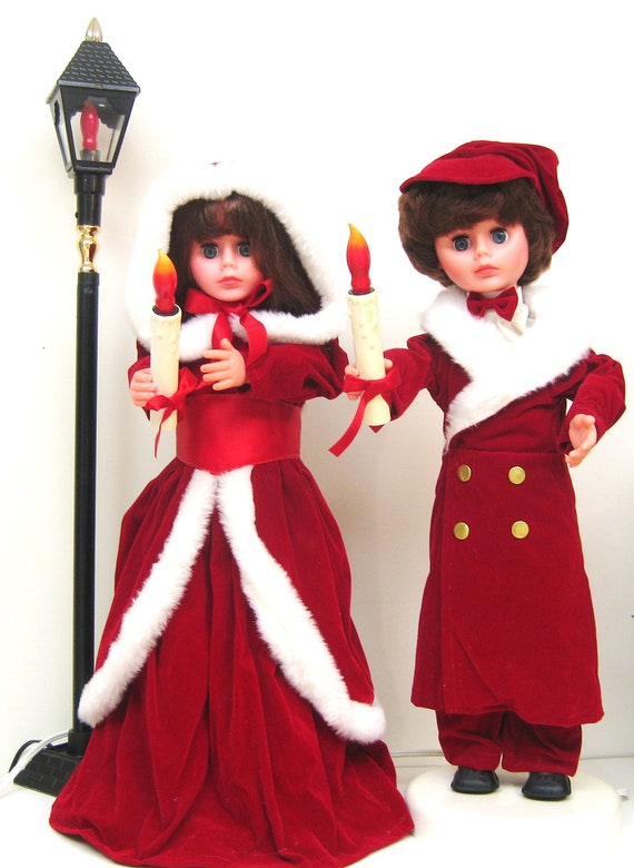 Reserved Vintage Christmas Animated Dolls And Lamp Post