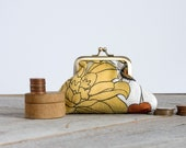 Big Bloom coin purse: Oversized mod floral print