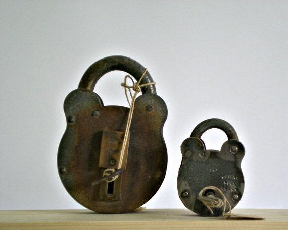VINTAGE lock and key, industrial decor, antique lock, steel metal, set of 2 supplies