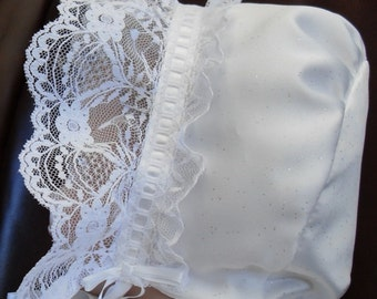 Baby bonnet with lace around face