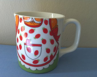 Vintage 1970s Mug Little Girl Dress & Strawberry Apron Japan