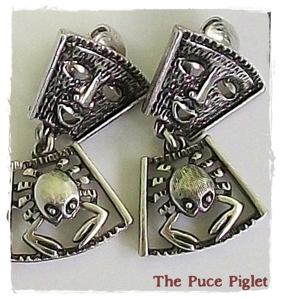 """1973 Sarah Coventry """"Talismen of Love"""" vintage earrings with mask and crab / Perfect for that summer or tropical style"""
