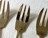 6 dessert forks, gold plated. France, 1950s / 6 tenedores de postre, baño de oro. Francia, 50s