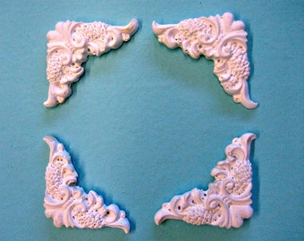 Dollhouse Miniature Ceiling/Wall Decorations Mouldings (set of 4)