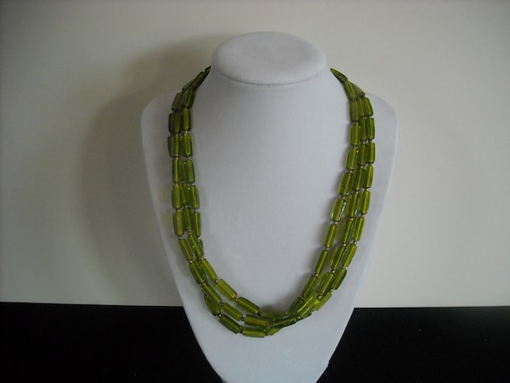 vintage green glass necklace....no29