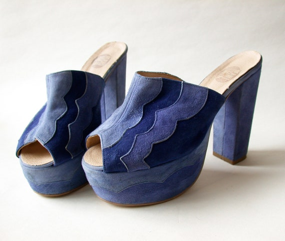 Lovely 1970s Blue Suede platforms with scallop detail EU 39 UK 6 US 8