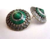 Vintage old gold with smaragd green stone stud earrings