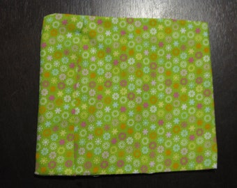 Reusable sandwich bag or snack bag - large - GREEN WITH FLOWERS