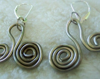 Wire twist dangle earrings cute