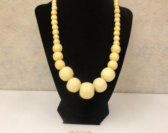 Ivory Colored Beaded Necklace w/Bracelet