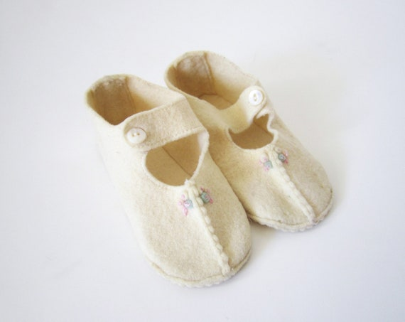 Vintage Baby Booties // 1950s Cream Soft Shoes // 9-12 mos.