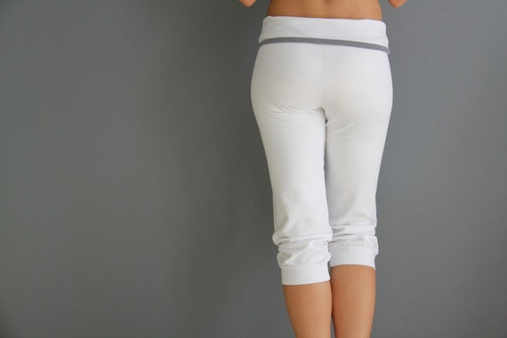 yoga capri with grey bended belt