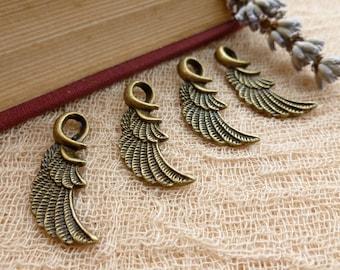 4x Angel Wing Charms, Antique Brass Pendants C37