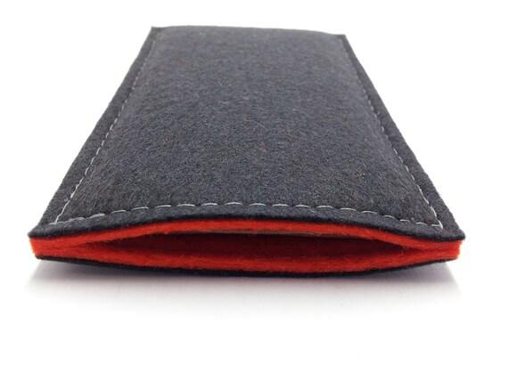 housse en laine antracite et rouge couture blanche sobre et pas cher