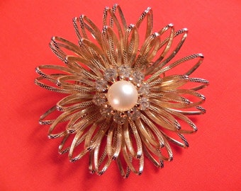 Vintage Pin/Brooch Gold Tone  Mum  2 1/2 Inch Diameter Faux Pearl Center