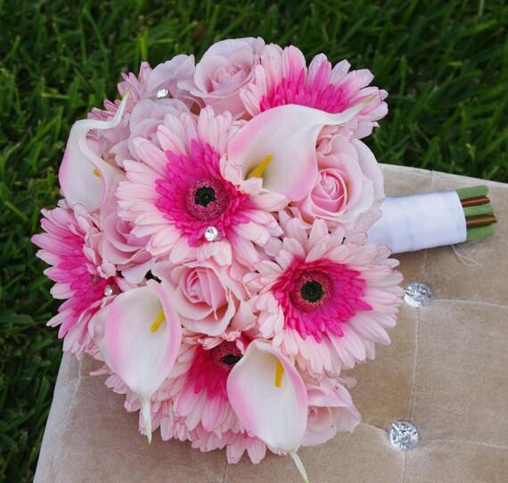 natural touch de mariage rose gerberas roses et lys calla. Black Bedroom Furniture Sets. Home Design Ideas