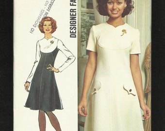 1973 Simplicity 5344 Designer Fashion Dress with a Tiny Sweetheart Neckline & Shaped Yokes Size 10 UNCUT