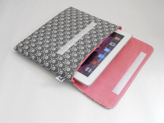 iPad case, iPad cover, iPad sleeve fits 1, 2, 3. Also for netbooks and tablets - Skull and crossbones