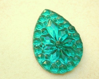 BULK (6) Vintage cabochon green emerald PANTONE color of 2013 faceted stone glass flatback pear  teardrop shape 25 x 18mm (6)