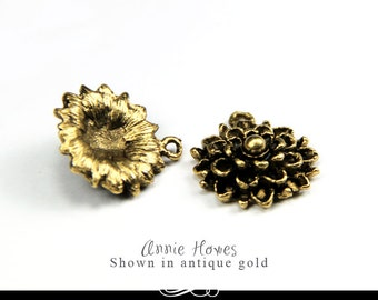 Flower Mums Charm in Antique Gold. A Charming Little Flower. Sold as single. mfcg-b