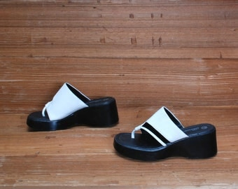size 7 CHUNKY white black 80s 90s WEDGE PLATFORM slip on sandals