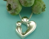 Mothers Keepsake Jewelry, Silver Mom & Child - LOVING HEART Pendant with Chain, Mère et Enfant Collection