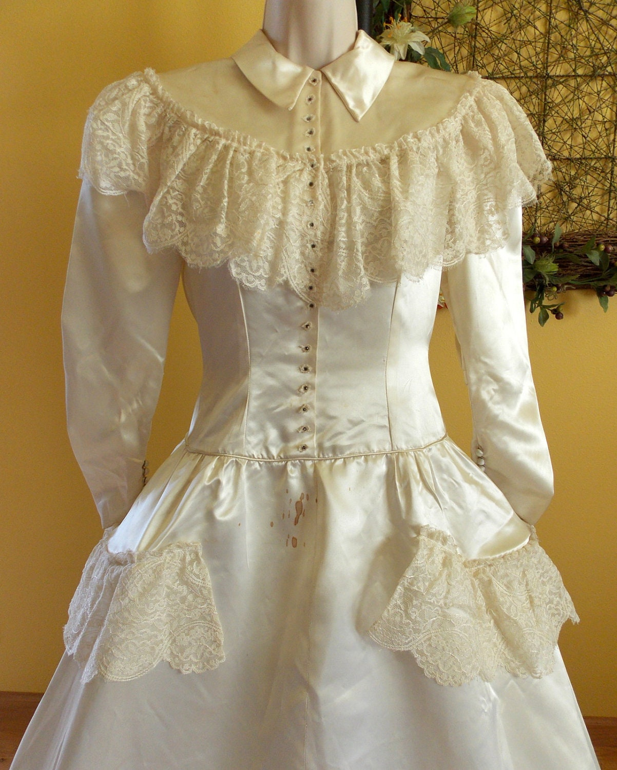 Vintage heavy ivory satin wedding dress with lace by