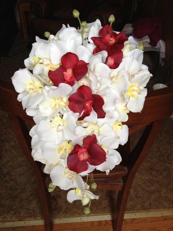Wei Und Rot Die Kaskadierung Brautstrauss Orchidee