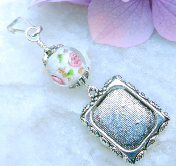 Wedding bouquet photo frame charm. Roses.