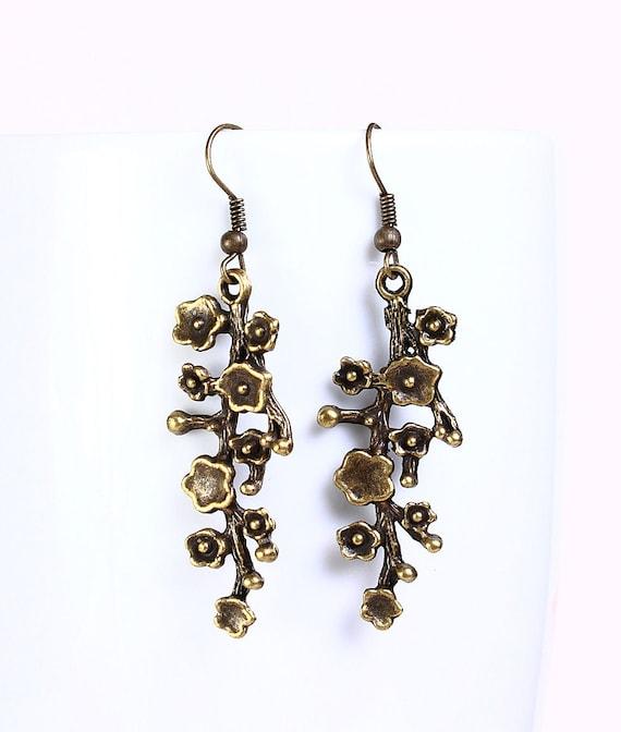 Antique brass blossom filigree drop dangle earrings (522)