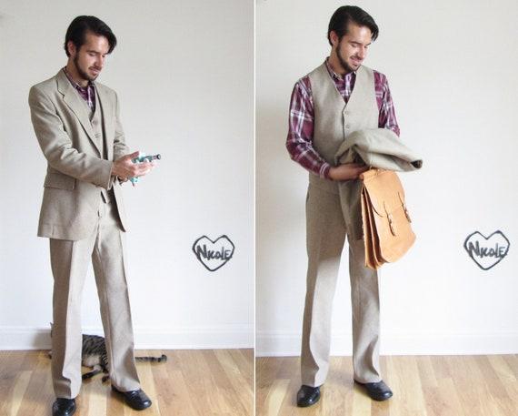 Levis action suit for the man of action . three piece khaki tan .mens large 40L .sale