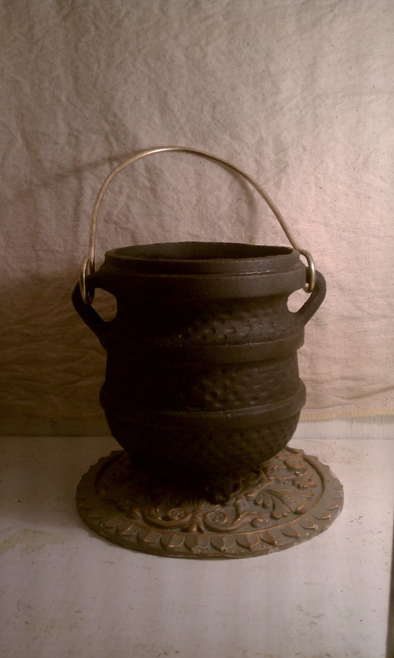 Cast Iron Cauldron  Vintage Firestarter Set. Deadstock never used still in box in Like New Condition