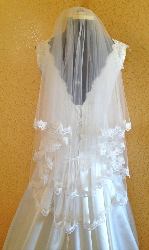 Lace Veil,  wedding veil in Two tier,  Scalloped beaded lace edge,  fingertip length,  in white or ivory
