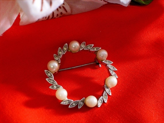 https://www.etsy.com/listing/104959446/rhinestone-and-pearl-wreath-brooch?ref=shop_home_active