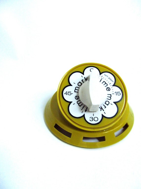 BRIGHT and Cheery 1970s Yellow and White Flower Kitchen Timer