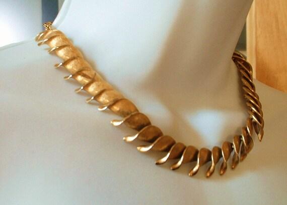 Gorgeous Designer Vintage Signed Elizabeth Morrey Textured Golden Swirl Necklace  Classic