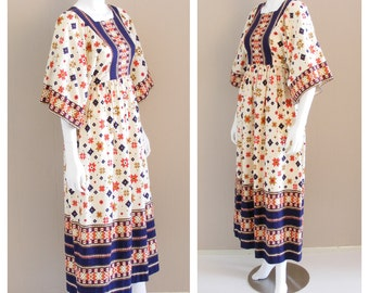 Vintage Folk print maxi dress 1960s. Wide sleeves, waist tie, tapestry print ivory cotton. Southwestern prairie.