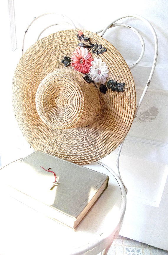 Garden floppy hat with straw flower detail