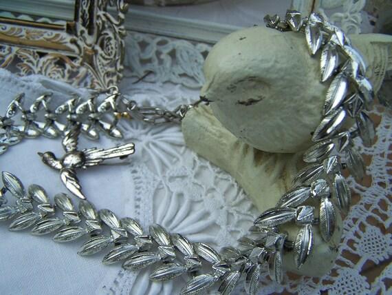 Elegant Vintage Coro Sillvertone Leaf Choker Necklace